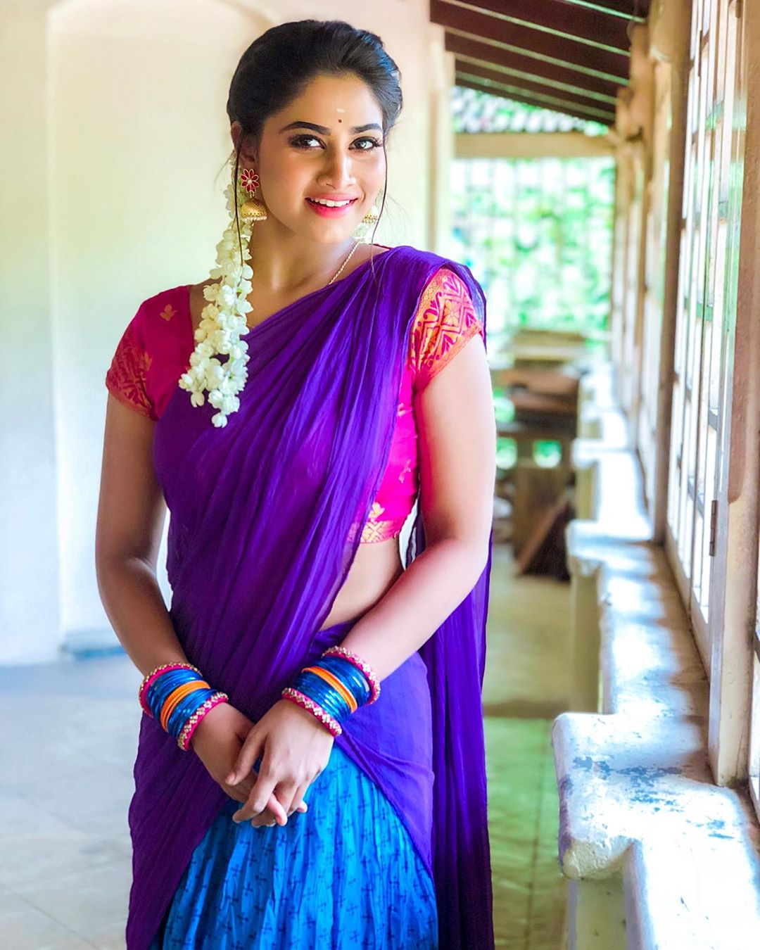 Rettai Roja Actress Shivani Narayanan in Half Saree